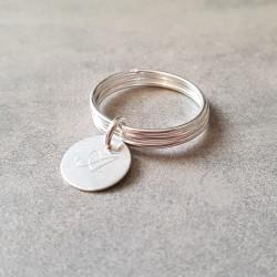 Bague triple anneaux avec médaille gravée