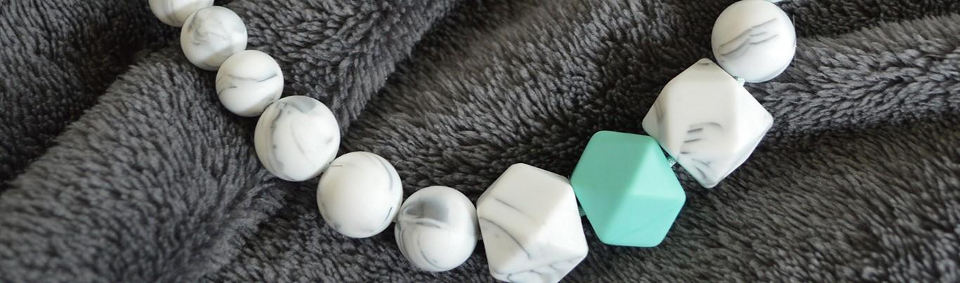 Colliers d'allaitement et de portage